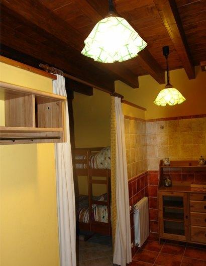 detalle hall habitacion albergue la casona
